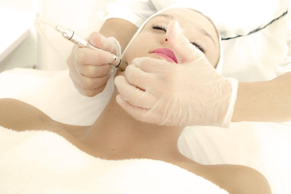 Cleanskin Dermisthetik® Gesichtsbehandlung
